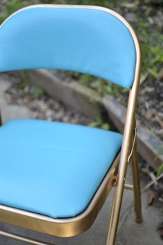 Painted Furniture | Even a folding chair can be pretty! Find out how with this tutorial.