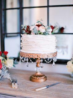 Captured by Le Secret D'Audrey, this elegant winter Paris elopement features a gorgeous Lazaro wedding dress. Cake Boss, Chandelier Cake Stand, Lazaro Wedding Dress, Paris Elopement, Naked Cakes, Rustic Cake, Wedding Beauty, Wedding Trends, Beautiful Cakes