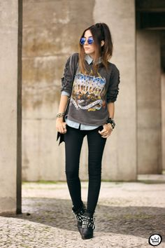 Funky grey sleeves and skinny pants. grunge outfits for teenage girls Grunge Outfits, Neue Outfits, Rock Outfits, Grunge Fashion, Casual Outfits, Fashion Outfits, Fashion Fashion, Geek Chic Outfits, Fashion Ideas