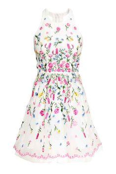 Sukienka z organzy z haftem
