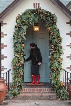 Southern Living-artificial garland as the base Front Door Christmas Decorations, Diy Christmas Garland, Christmas Front Doors, Christmas Porch, Christmas Holidays, Holiday Decor, Prim Christmas, Christmas Lights, Porch Garland