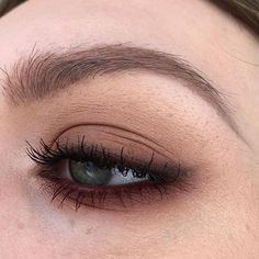 I feel so uninspired atm paint pot in painterly eyeshadows in naked lunch arena texture swiss chocolate brown script powerpoint eye pencil in stubborn brown lip pencil in burgundy & upward lash mascara Makeup Goals, Makeup Inspo, Makeup Art, Makeup Inspiration, Makeup Ideas, Makeup Style, Beauty Make-up, Beauty Hacks, Hair Beauty