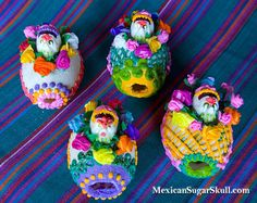 (Photo by Angela Villalba of MexicanSugarSkull.com)  My friend, Angela Villalba, founder of MexicanSugarSkull.com, sent me pictures of the gorgeous eggs she made using egg molds, sugar, icing and Crafty Chica glitter! Angela is the master designer behind the Day of the Dead sugar skull molds and used her technique to make these brilliant eggs for spring.    I'm including her directions as well!  OK, I'm going to go pick my jaw up from the floor from these amazing eggs.   (Step one, make…