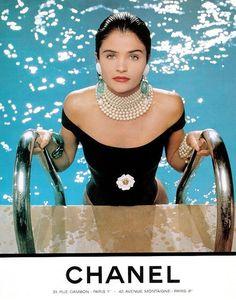Реклама купального костюма от Chanel  1990-е  Модель Хелена Кристенсен