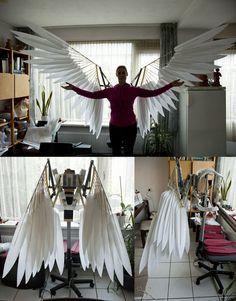 Крылья сделанные собственными руками По словам автора (iambrose777.deviantart.com) это не готовый вариант, еще будет слой с красным оперением. Как по мне так супер!
