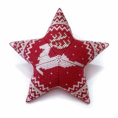 Beaded Christmas Ornaments, Christmas Deer, White Christmas, Star Patterns, Beading Patterns, Color Patterns, Beaded Banners, Peyote Beading, Star Ornament