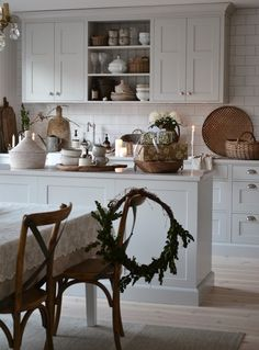 Farmhouse Kitchen Decor Ideas: Great Home Improvement Tips You Should Know! You need to have some knowledge of what to look for and expect from a home improvement job. Farmhouse Style Kitchen, Rustic Kitchen, Country Kitchen, Cottage Kitchens, Home Kitchens, Kitchen Interior, Kitchen Design, Vintage Kitchen Decor, Christmas Kitchen