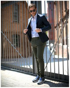 Moda juvenil hombre casual 48 Ideas for 2019 Outfit Jeans, Olive Pants Outfit, Blazer Outfits Men, Sneakers Outfit Casual, Mens Fashion Blazer, Suit Fashion, Best Suits For Men, Cool Suits, Stylish Men