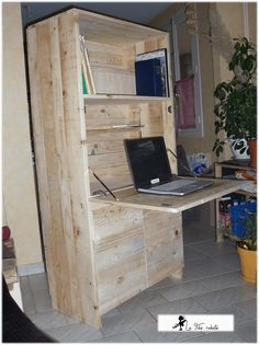 #Office, #PalletDesk, #PalletFurniture, #RepurposedPallet I made this secretary with recycled pallet wood that I roughly sanded and then reassembled.