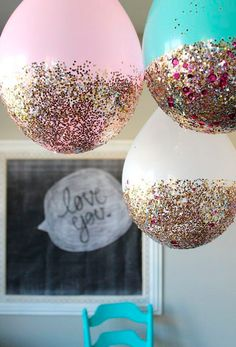 Balloon Hacks Balloon Hacks,come to my party Awesome DIY glitter dipped balloons. Pretty party decoration for a birthday party, bridal shower, or baby shower. Fun DIY project you can do at home! 13th Birthday Parties, Slumber Parties, 18th Birthday Party Ideas For Girls, Adult Slumber Party, Birthday Balloons, New Years Eve Party Ideas For Family, Princess Themed Birthday Party, Classy 21st Birthday, 21 Bday Ideas