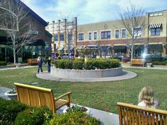 If You Like Outdoor Shopping Centers, Where You Can Take In The Fresh Air While You Shop, Then Zona Rosa Is The Place For You.