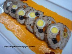 Rollo de carne relleno con salsa de piquillos    Comparterecetas.com