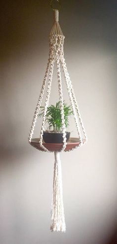 Macramé Plant Hanger Elliott Hanging Tray Table - New Deko Sites Etsy Macrame, Macrame Art, Macrame Projects, Macrame Knots, Macrame Plant Holder, Macrame Hanging Planter, Plant Holders, Hanging Plants, Diy Hanging