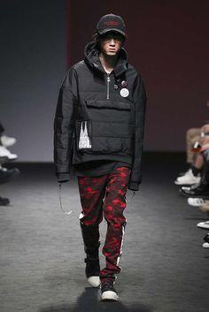 See all the Collection photos from Vlades Autumn/Winter 2017 Ready-To-Wear now on British Vogue Uni Fashion, Korean Fashion Men, Seoul Fashion, Mens Fashion Week, Fashion Line, Fashion Outfits, Fashion Trends, Fashion Edgy, Fashion 2018
