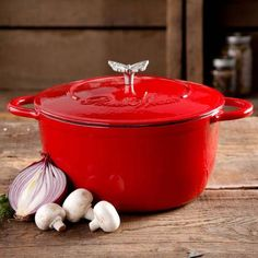 The Pioneer Woman Timeless Beauty Coated Cast Iron Dutch Oven with Stainless Steel Butterfly Knob (Red) * Check out the image by visiting the link. (This is an affiliate link and I receive a commission for the sales) La Trattoria, Cast Iron Dutch Oven, Ree Drummond, Home Chef, Kitchen Dining, Kitchen Items, Kitchen Gadgets, Red Kitchen, Kitchen Stuff