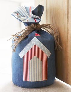 Beach hut doorstop (click through for tutorial and 8 other coastal themed craft projects).