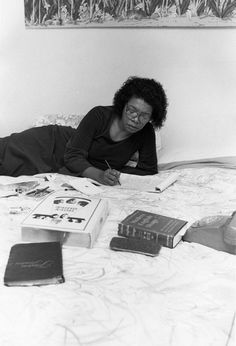 Author Maya Angelou prefers to work sprawled across her bed and writing in longhand on a yellow legal pad. Her indispensable working tool, in addition to a thesaurus and dictionary, is The Holy Bible. What Is Set, The Caged Bird Sings, Maya Angelou Quotes, Civil Rights Activists, Writing Quotes, Oprah, Creative Writing, Black History, The Book