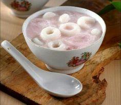 SOGO JONGKOK ES GEMPOL  Minuman tradisional kita memang sangat kaya. Es gempol asal Jawa Tengah kali ini bisa menjadi pilihan sebagai hidangan penutup yang bisa diandalkan. Bagaimana cara membuatnya? Yuk, simak resepnya.    Bahan Gempol: 150 gram tepung beras  75 gram tepung sagu  1/2 sendok teh garam  175 ml air mendidih   Bahan Kuah Santan: 1.000 ml santan dari 1/2 butir kelapa  225 gram gula pasir  2 lembar daun pandan  1/4 sendok teh garam  4 tetes pewarna merah  500 gram es batu   Cara…