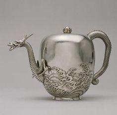 darksilenceinsuburbia:  Miyata Nobukiyo: Dragon Teapot, c.1876Walters Art Museum   Cool teapot