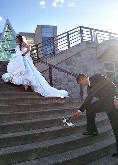 Such a cute idea for a wedding photo