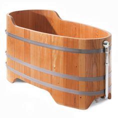 This reminds me of the Fall Guy!  Badewanne aus Holz Einstiegshöhe 60 cm geölt | Badewannen und Waschbecken