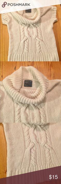 American Eagle Sweater size M Short sleeve American Eagle Sweater American Eagle Outfitters Sweaters Cowl & Turtlenecks