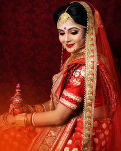 Love the loooooook Indian Wedding Couple Photography, Indian Wedding Bride, Bengali Wedding, Bridal Photography, Wedding Sarees, Photography Poses, Indian Bridal Photos, Indian Bridal Fashion, Asian Bridal