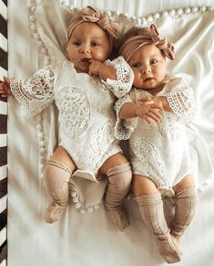 World's Cutest Baby, Cute Baby Twins, Twin Baby Girls, Twin Babies, Little Baby Girl, Little Babies, Newborn Baby Girls, Twin Newborn, Baby Kids