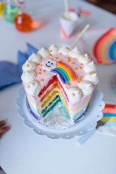 Kindergeburtstag Motto Regenbogen | mummyandmini.com rainbow cake regenbogen kuchen  Konzept und Deko: Jubeltage Fotos: Seelensachen Fotografie