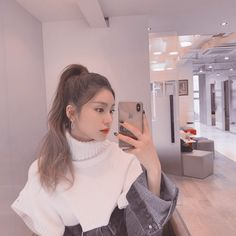 Discover recipes, home ideas, style inspiration and other ideas to try. South Korean Girls, Korean Girl Groups, Foto Mirror, Mirror Mirror, Grunge Hair, Soyeon, Ulzzang Girl, New Girl, Girl Crushes