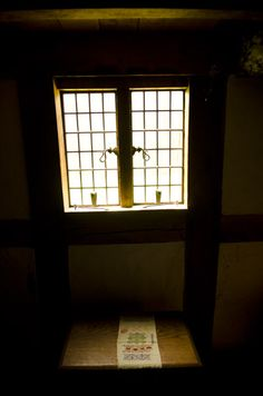 1600′s English Oak Bible Box & Window. VIDEO: Traditional Woodworking Tour: 1600′s English Furniture and Timber Frame Farmhouse (WoodAndShop.com)