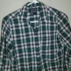 American Eagle Long Sleeve Gently used woman's button up shirt. Size Xs. Colors are a Dark green/Navy blue American Eagle Outfitters Tops Button Down Shirts