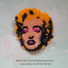 Et voilà Marilyn façon Andy Warhol... la photo ne lui rend pas justice elle est mieux en vrai. Je me sens comme une maman après un accouchement, exténuée mais fière  J'ai hâte de voir ta version @t_a_t_s_i ! ;) 2017 sera donc bien placée sous le signe des paillettes ( @monpetitbazar ) Perles jaunes et dorées de chez @perlescorner (besoin d'une recharge) perles roses et noires de @perlesandco #marilyn #marilynmonroe #andywarhol #popart #tableau #vintage #glamour #hollywood #star #etatsun...