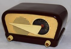 https://flic.kr/p/vBj4we | Vintage Philco Transitone (Flying Wedge) Table Radio, Model 48-230, Broadcast Band Only, Brown Polystrene Cabinet, 5 Tubes, Made In USA, Circa 1948