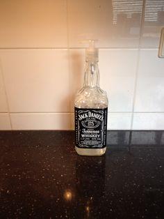 Zeeppomp van oude Jack Daniels fles