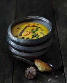 Kartoffel-Kürbis-Ingwer-Suppe (mit gefüllten Blätterteigtaschen) essen-und-trinken