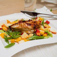 Kyllingfilet med mango- og eplesalat Mango, Food And Drink, Turkey, Meat, Chicken, Alternative, Manga, Turkey Country, Buffalo Chicken