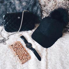 Rose Gold Kaleidoscope Case //  📸 @paulinavys // FelonyCase.com | @felonycase | pinterest: felony_case  #phonecase #felonycase #kaleidoscope #iphone #iphone7 #iphonex #cellphonecases #iphonecases #babesofinstagram #fashion #style #lifestyle #bloggerstyle #trendy #coolstyle #instastyle #marble #holographic #iphonestyle