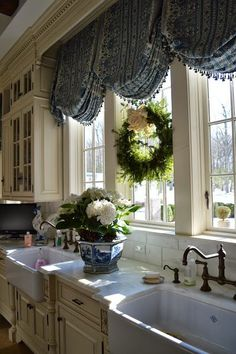 Tuscan Style Kitchen Curtains New 30 Kitchen Window Ideas Modern and Small Kitchen French Decor, French Country Decorating, Kitchen Window Dressing, Country Kitchen Curtains, French Country Curtains, Farmhouse Curtains, Casas Shabby Chic, French Country Kitchens, Country French