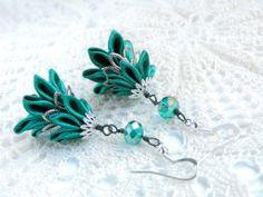 Emerald green satin kanzashi fir tree earrings - Cercei cu brăduți din petale kanzashi de satin verde smarald | Atelierul Grădina cu fluturi