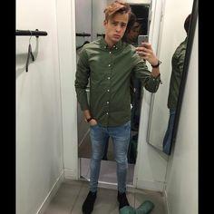 "799 Likes, 10 Comments - Jeroen van Alfen (@jeroenvalfen) on Instagram: ""Day 13: Mirror-selfie  @hm #hm #selfie #mirror #clarks #fittingroom #green"""