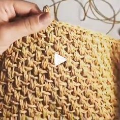 How to knit Straw Bag video tutorial - Crochet Easy Knitting Patterns, Crochet Stitches Patterns, Crochet Designs, Crochet Clutch Pattern, Diy Crafts Crochet, Easy Crochet Blanket, Tunisian Crochet, Crochet Videos, Straw Bag