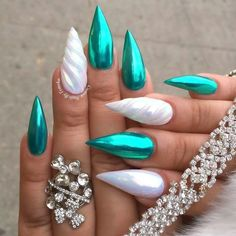 Metallic Chrome Flakes Nail / Fine / 6 Colors Teal Chrome Unichrome Unicorn Chrome Nails The Colors & Unicorn 🦄 Nails are gorge but not sure if I like the cut 🤔💅🏼 Cool Nail Designs, Acrylic Nail Designs, Chrome Nails Designs, Nail Lacquer, Nail Polish, Gorgeous Nails, Pretty Nails, Fabulous Nails, Crome Nails