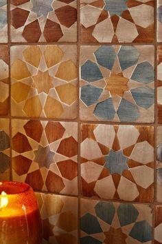 Walker Zanger Duquesa Fez Silver Leaf is a beautiful ceramic flower tile that draws inspiration from Moorish, Mediterranean and Western influences.