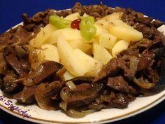 Gazdag hagymás resztelt sertésmáj burgonyával, joghurtos-mentás cukkini salátával Tasty, Beef, Baking, Kitchen, Recipes, Food, Meat, Cooking, Bakken
