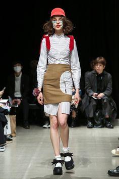 Moto Guo Tokyo Fall 2017 Fashion Show Dope Fashion, Fashion 2017, Fashion Art, Runway Fashion, Fashion Design, Fashion Show Collection, Fashion Photography, Women Wear, Vogue