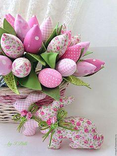 Купить Нежно-розовый букет тюльпанов и пара пасхальных кроликов - бледно-розовый, тюльпаны тильда