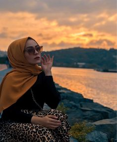 Image may contain: 1 person, sky, cloud, ocean and outdoor Hijabi Girl, Girl Hijab, Hijab Outfit, Modest Outfits, Modest Fashion, Beautiful Hijab Girl, Muslim Women Fashion, Islamic Fashion, Hijab Style Tutorial