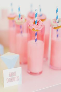 Mini donuts on party drinks! So fun Mini Donuts, Doughnuts, Slumber Parties, Birthday Parties, 17th Birthday, Birthday Ideas, Summer Party Decorations, A Little Party, Donut Party