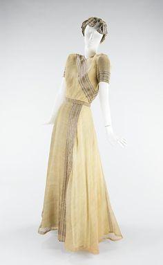 Evening Dress Mainbocher, 1947  The Metropolitan Museum of Art